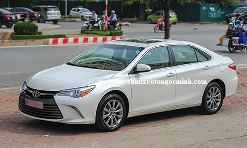 Thuê xe tháng 4 chỗ camry tại Hà Nội