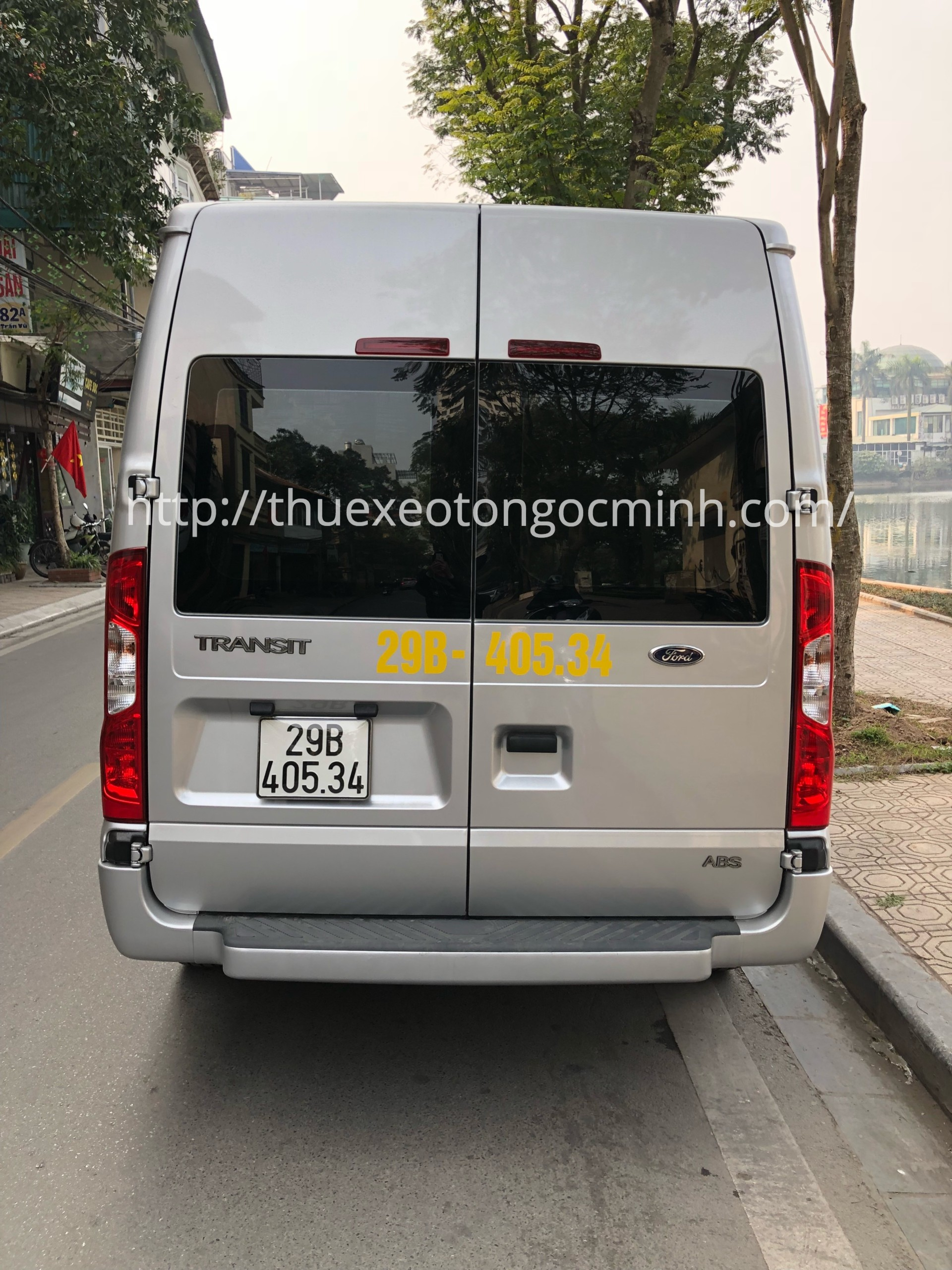 Thuê xe tháng 16 chỗ ford Transit tại Hà Nội