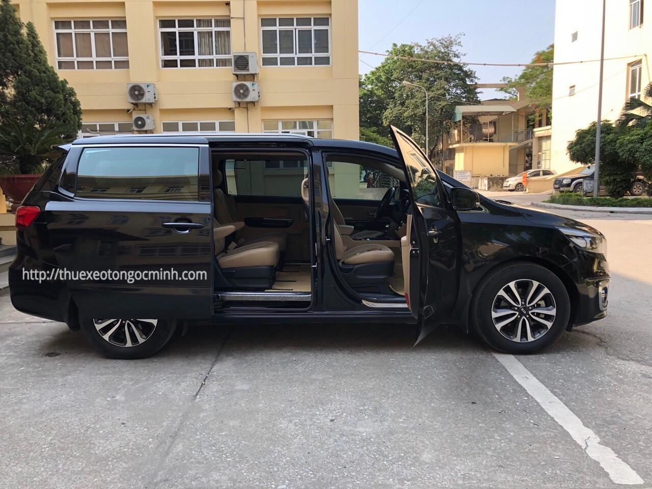 Thuê xe 7 chỗ Kia Sedona tại Hà Nội