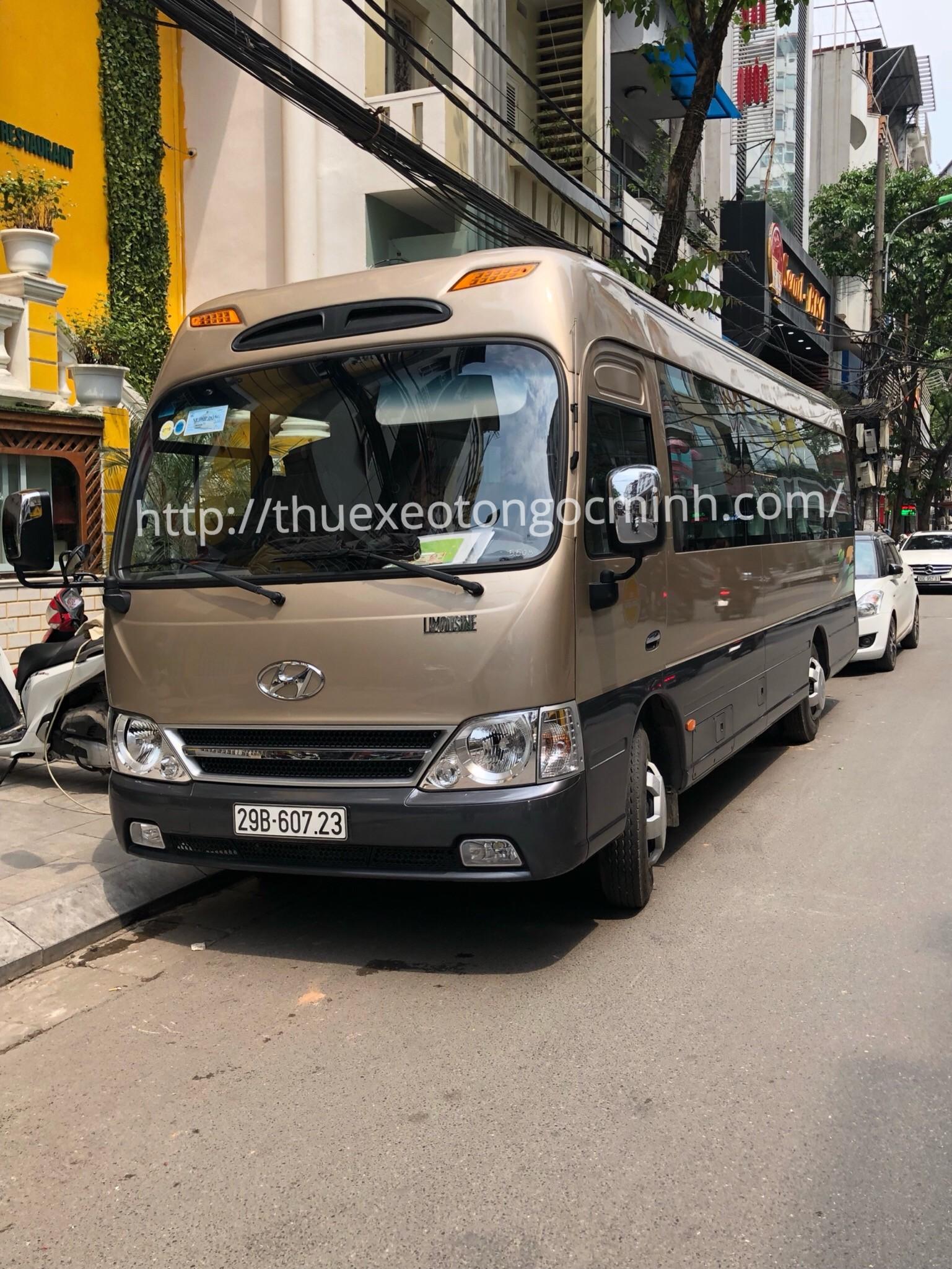 Thuê xe tháng 29 chỗ Hyundai county tại Hà Nội