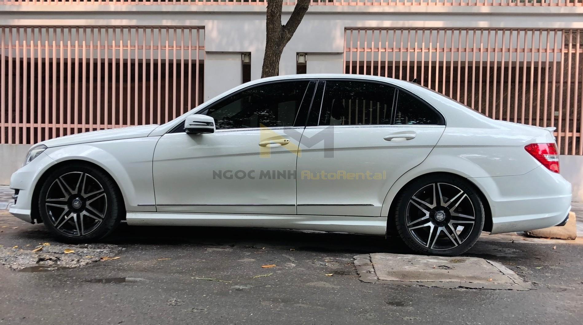 Thuê xe cưới 4 chỗ Mercedes tại Hà Nội