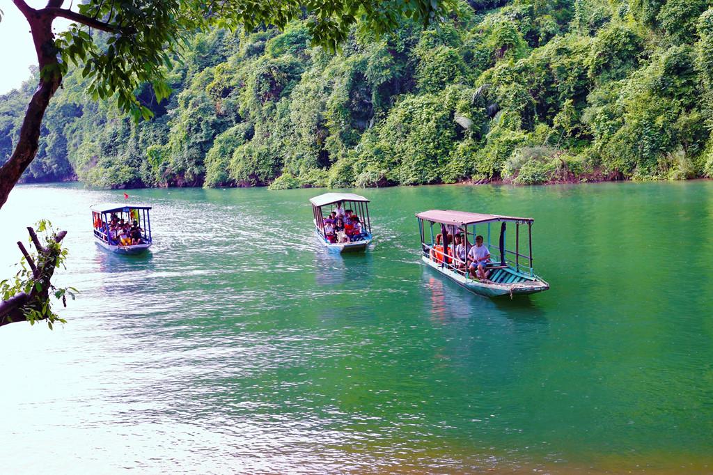 Cho thuê xe du lịch đi hồ Ba Bể - Xe Ngọc Minh