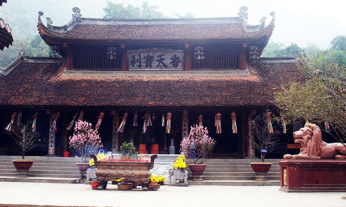 Đền Trình Yên Tử ngày xuân về