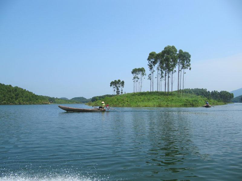 Mê mẩn trước vẻ đẹp nguyên sơ của hồ Thác Bà - Yên Bái