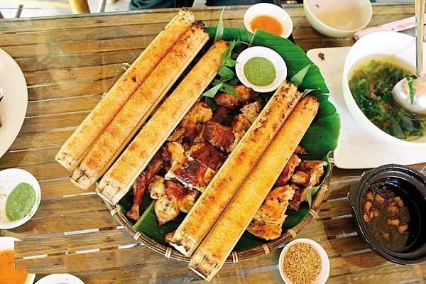 Thưởng thức cơm lam thơm ngon khi du lịch Mai Châu