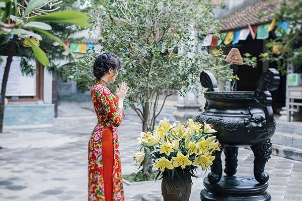 Dắt tay nhau đi cầu duyên thoát ế ở chùa Cổ Loa