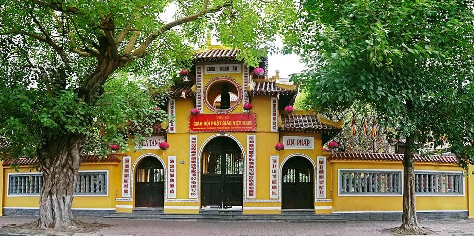 Ghé thăm ngôi chùa Quán Sứ nổi tiếng cầu duyên đôi lứa