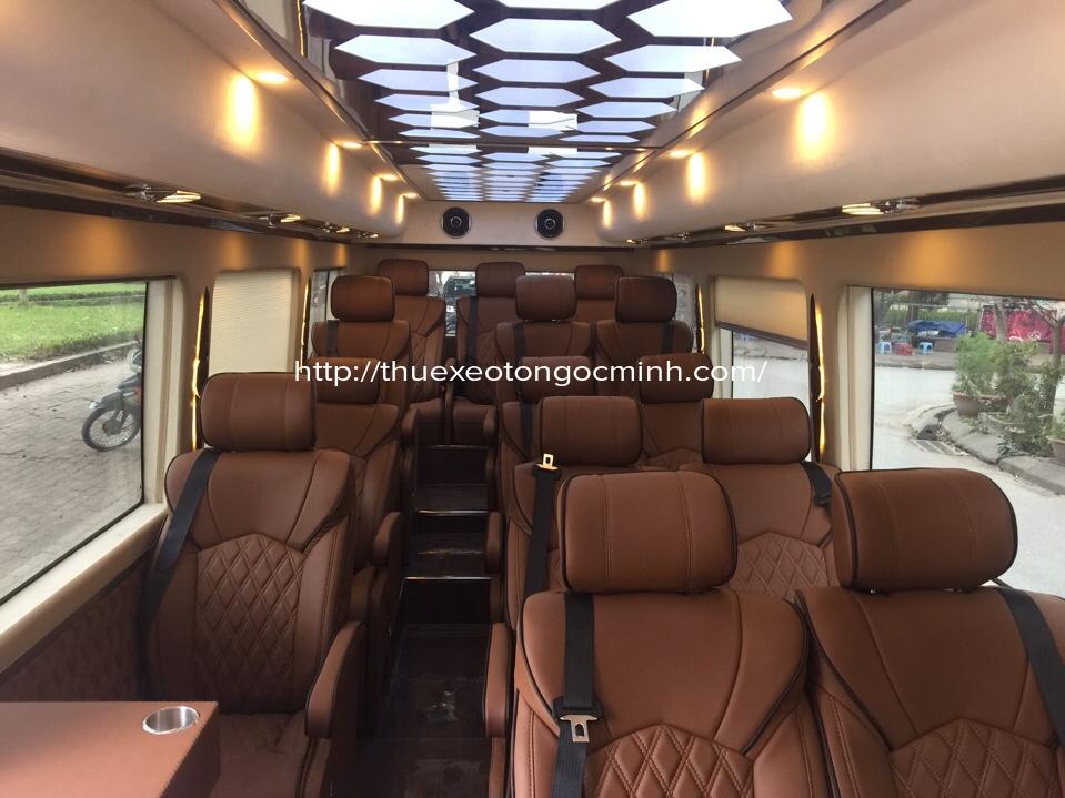 Nội thất hiện đại, sang trọng của dòng xe County Limousine 16 chỗ