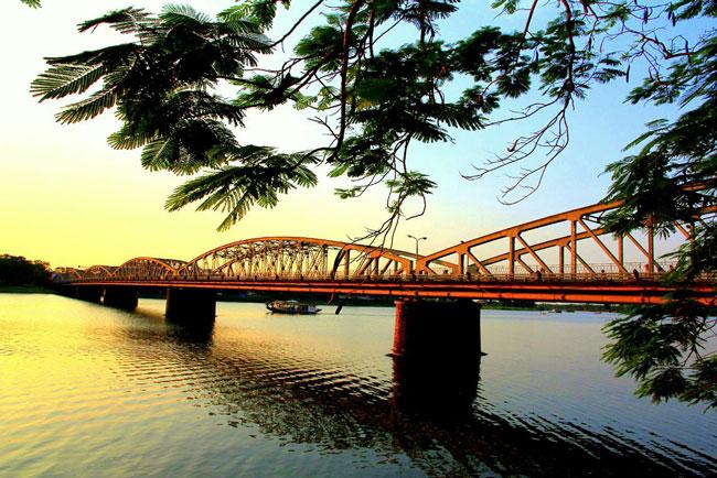 Hoàng hôn trên sông Hương Huế