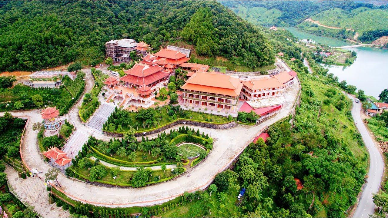 Khung cảnh chùa Cái Bầu nhìn từ trên cao