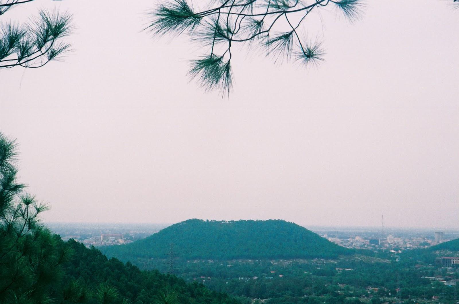 Ngắm trọn vẻ đẹp hòa quyện núi Ngự Bình