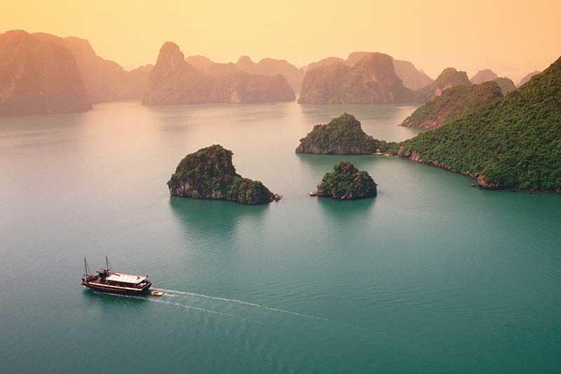 Cho thuê xe 16 chỗ đi Hạ Long tại Hà Nội