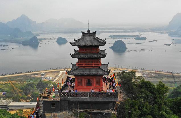 Thuê xe 29 chỗ đi chùa Tam Chúc ở đâu Hà Nội?