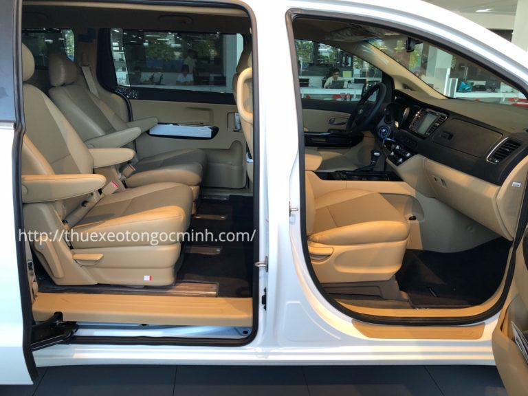 Thuê xe 7 chỗ Kia Sedona có lái với mức giá tốt nhất