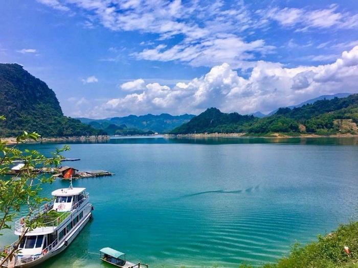 Giá cho thuê xe 29 chỗ đi Hòa Bình tại Ngọc Minh