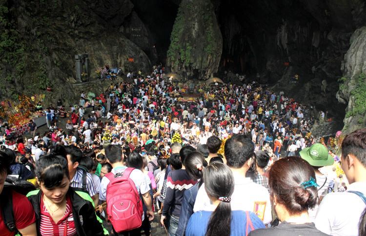 Công ty Ngọc Minh cho thuê xe đi chùa Hương giá rẻ tại Hà Nội